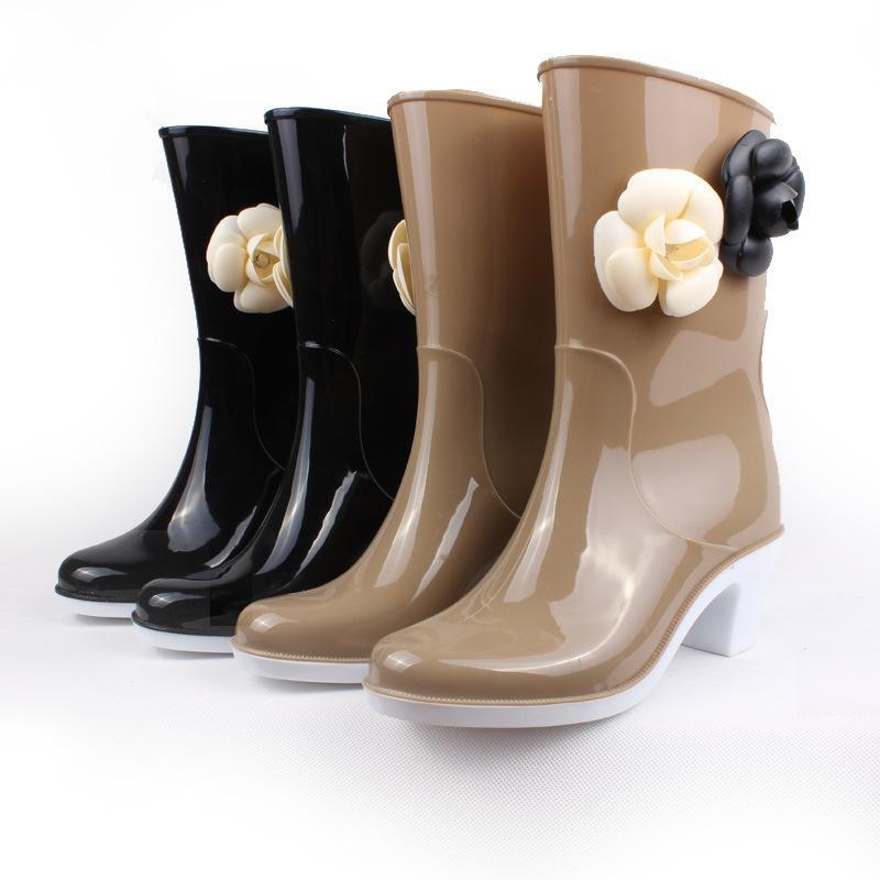 Koovan Frauen-Regen-Schuhe 2020 Mädchen-weicher Regen Schuhe mit hohen Absätzen Stiefel Rohr Damen-Stiefel Blumen-Frauen-Wasserdichtes