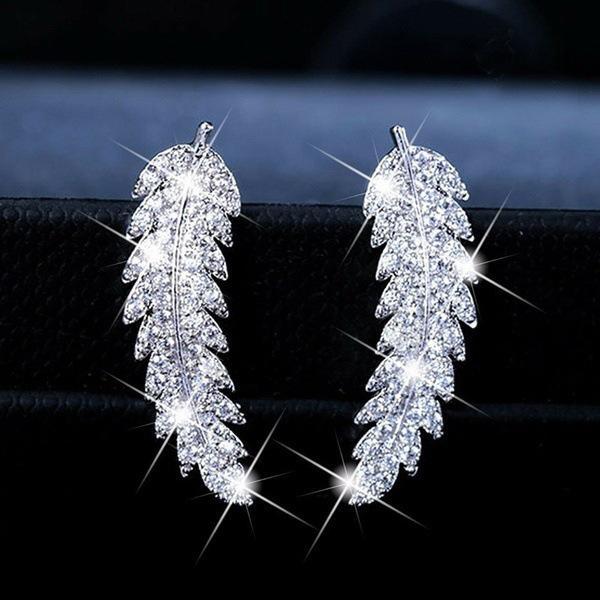 Huitan tendance luxe Feuille Boucles d'oreilles pour les femmes ACCESSOIRES romantique pour les filles Micro Pavée CZ gros bijoux