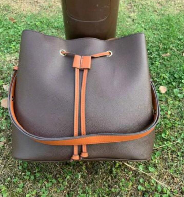 Sac à bandoulière neuve avec sac de godet en cuir, féminin célèbre marque de marque sac à main, sac de messagerie à fleurs de haute qualité