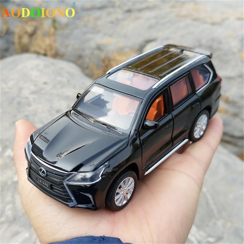 1:32 Échelle Lexus LX570 Alliage Titulaire de la voiture de voiture Modèle Maquette Métal Métal Toy véhicules avec lumière sonore 6 portes ouvertes pour enfants cadeau enfants Y200109