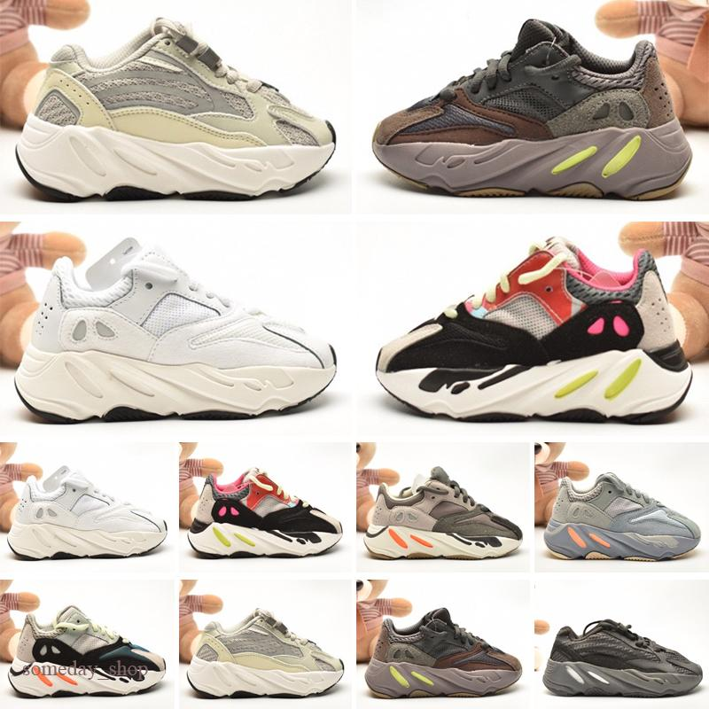 Nouveaux Kids Shoes Kanye Wave Runner Fille Fille Courant Chaussures Bébé Toddler Enddler Boy En Enfants Baskets Enfants Chaussures d'Athletic Noir Rouge