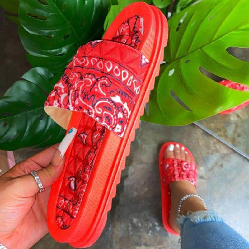2021 Pantoufles d'impression pour femmes Pantoufles d'intérieur Slip sur la plage Chaussures Été Toe Toe Flip Flops Dames antidérapantes Nouvelles sandales Quo9n