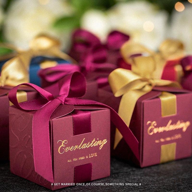 50pcs New Square blau, rot, weinrot-Süßigkeit-Kästen mit großen Bogen-Hochzeit Bevorzugungen und Geschenke Party Supplies Gift Box Papierumhüllung 5le3 #