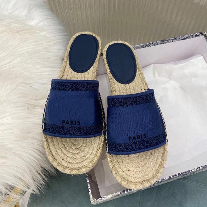 Venta caliente Desiner Moda París Mujer Paja Zapatillas de paja Classical Sculplics Zapatos Summer Beach Diapositivas Slippers Ladies Flip Floop