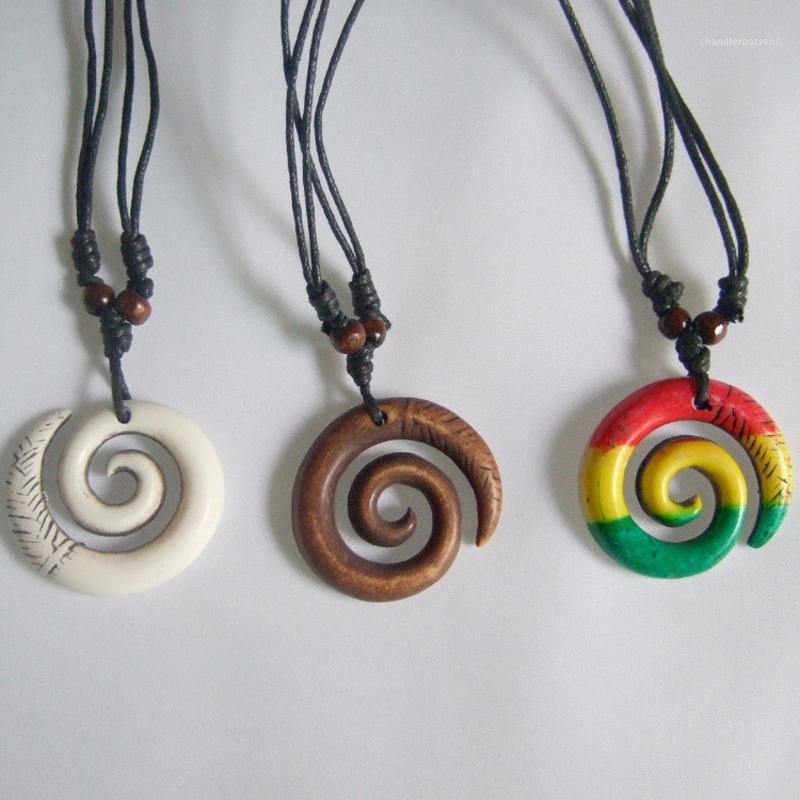 Großhandel-Tribal Weiß / Braun / Rasta Keltic Spiralwirbel Charm Anhänger Halskette Einstellbar1