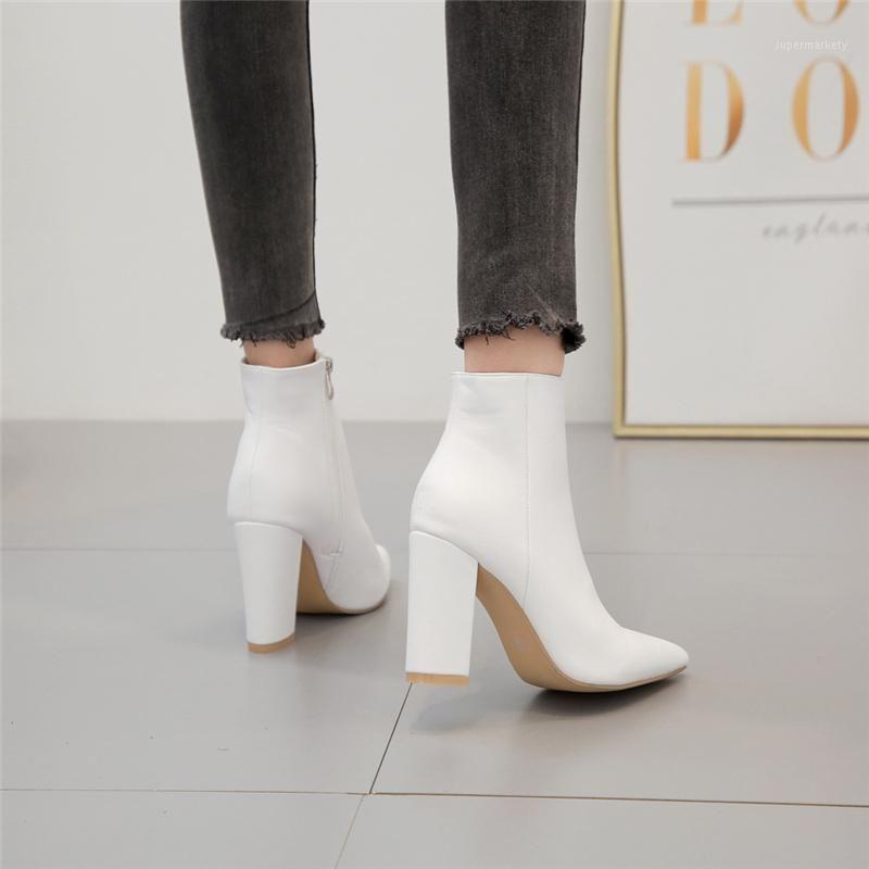 2021 Diseñador de lujo Mujeres Sexy 10 cm Tacones altos Botas de vaquero occidental Bloque de cuero Bloque de tacones blancos Botas de tobillo Zapatos gruesos1