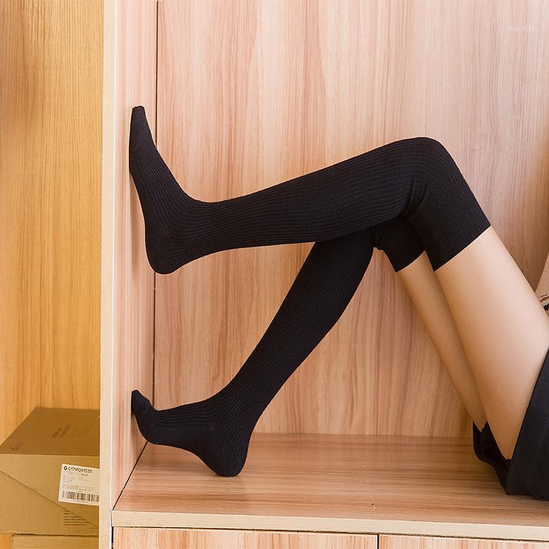 Hiver nouvelle mode long tube chaussettes pour femmes Stripe Tube longue tube cuisse Thread de laine antidérapante simple Dame travail Livraison gratuite1