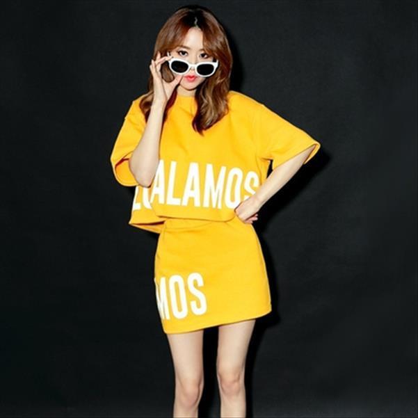 Mujer conjuntos entre 2020 estilo coreano de la letra del verano ocasional de impresión camiseta Falda de dos piezas de conjunto conjunto amarillo Femenino S56