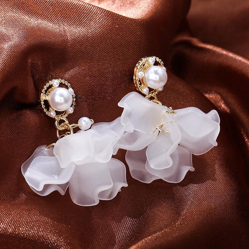 Petal Kulak Çiviler İmitasyon İnci Alaşım Küpe Altın Kaplama Beyaz Çiçek Kadınlar Charm Eardrop Dairesel Bildirimi Moda Takı 3 2ly L2