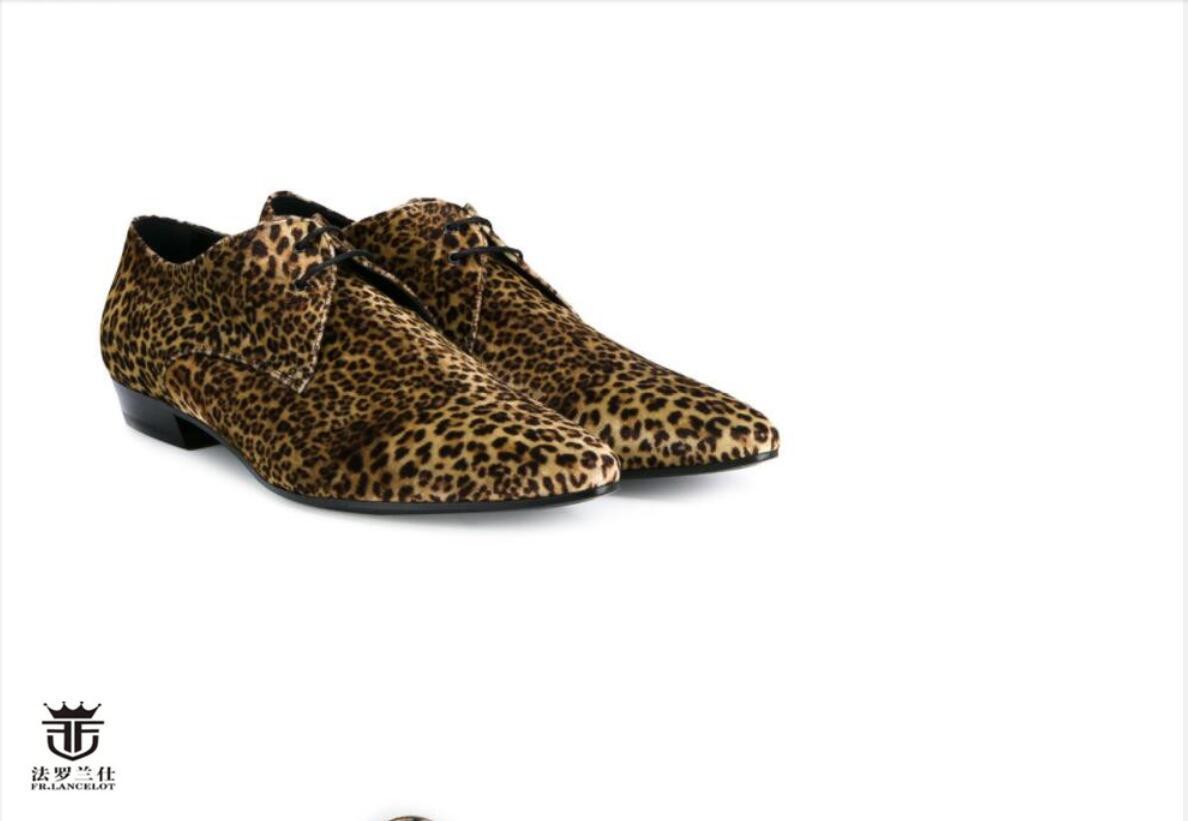 2020 Herr Kleid aus Leder Schuhe Männer Art und Weise Wohnungen schnüren Leopard Faulenzer Schuh Männer Hochzeit / Parteischuhe Zeheebenen zeigen