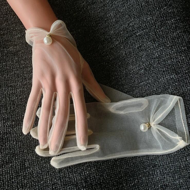 Kadınların seksi şeffaf şık inci eldiven R2991 sürüş beyaz örgü eldiven kadın güneş kremi bağbozumu kısa dantel boncuklu