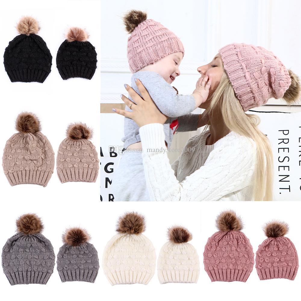 2020 invierno Conservar el calor sombrero hecho de acrílico mohair de Padres de Niños de Pom Pom bola de invierno de la piel Gorros sombrero al aire libre que hace punto Cráneo Cap M191F