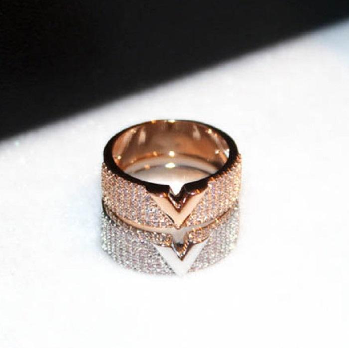 Fashion luxury designer super sparkling cubic zirconia diamond letter V hollow ring for women girls 8 9