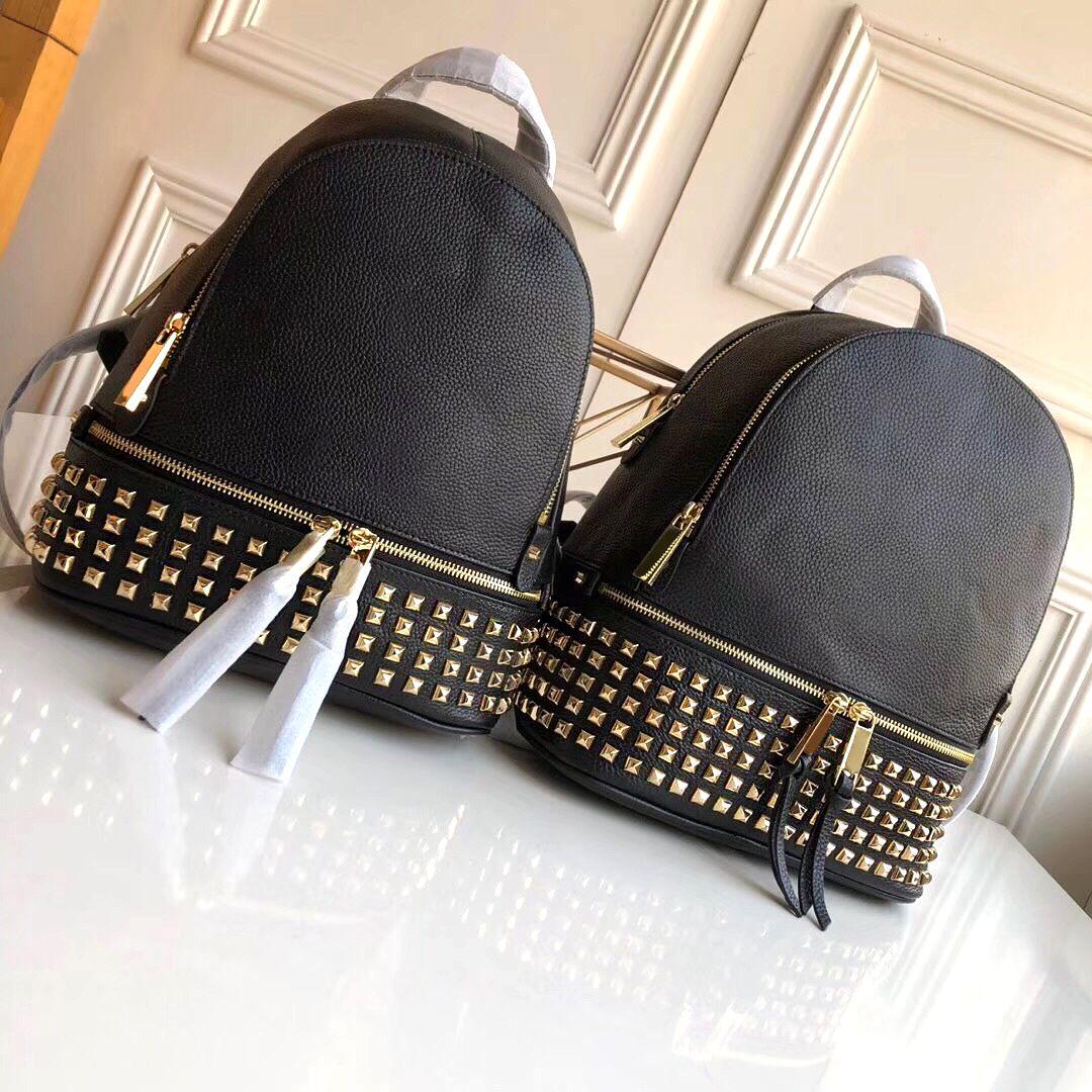 최고 품질 진짜 가죽 2020 새로운 스타일의 뜨거운 판매 리벳 어깨 가방 힙 스터 패션 가방 캐주얼 학생 가방 핸드백 여행 가방
