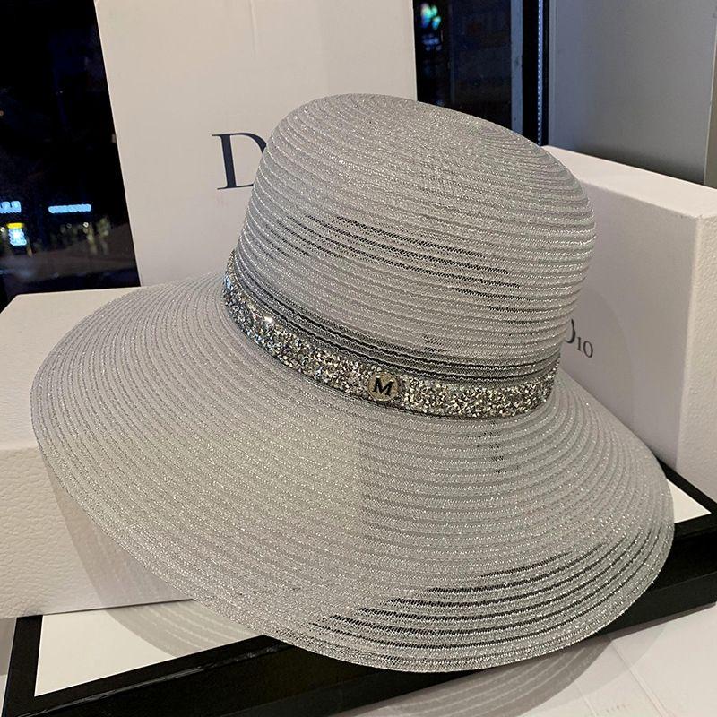 Hot Vente- seau seau marque paille pêcheur célébrité Web strass femme de paille avec le soleil voyage même style creux chapeau grand avant-toit