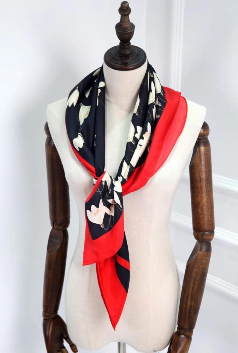 2021 Nueva marca Marca de moda clásica negra y roja 100% seda bufanda 90 * 90 cm cuadrado mantón swill envoltura para las mujeres envío gratis