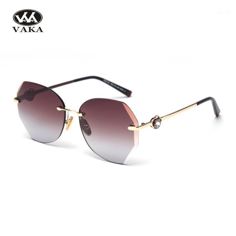 Солнцезащитные очки 2021 Продажа модных брендов Женщины Винтаж Солнцезащитные Освещения Женский Feminino UV4001