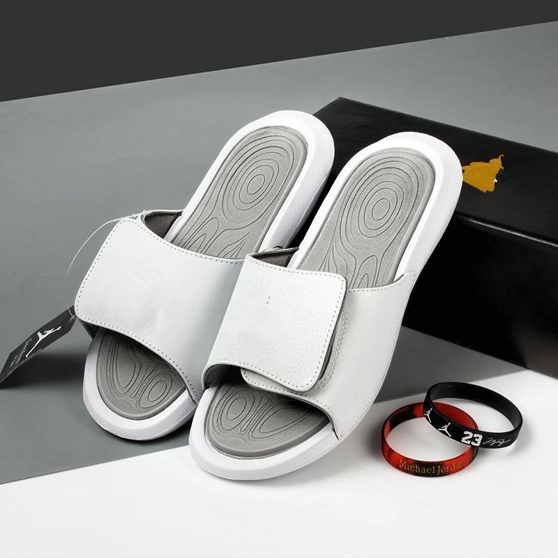 Spiaggia Pantofole Uomini estate donne di modo dei pattini diapositive Mens pantofole della piattaforma pattini esterni dei pistoni Designer Shoes in pelle