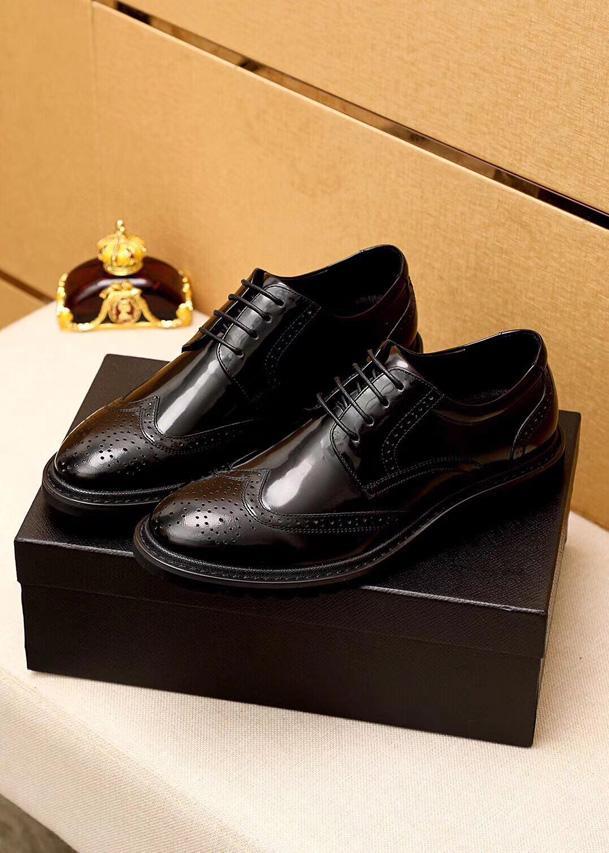 Nuove scarpe da uomo di alta qualità! Moda Black Hollow Leather Low Top Dress Shoes Luxury Wedding Business Designer scarpe scatola di consegna