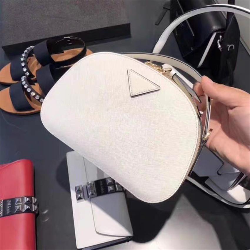 En Kaliteli Bayan Lüks Tasarımcı Çanta Desinger Çanta Deri Yüksek Kalite Moda Lüks Omuz Çantası Messenger Çanta ile Kutusu CFY20041322 #