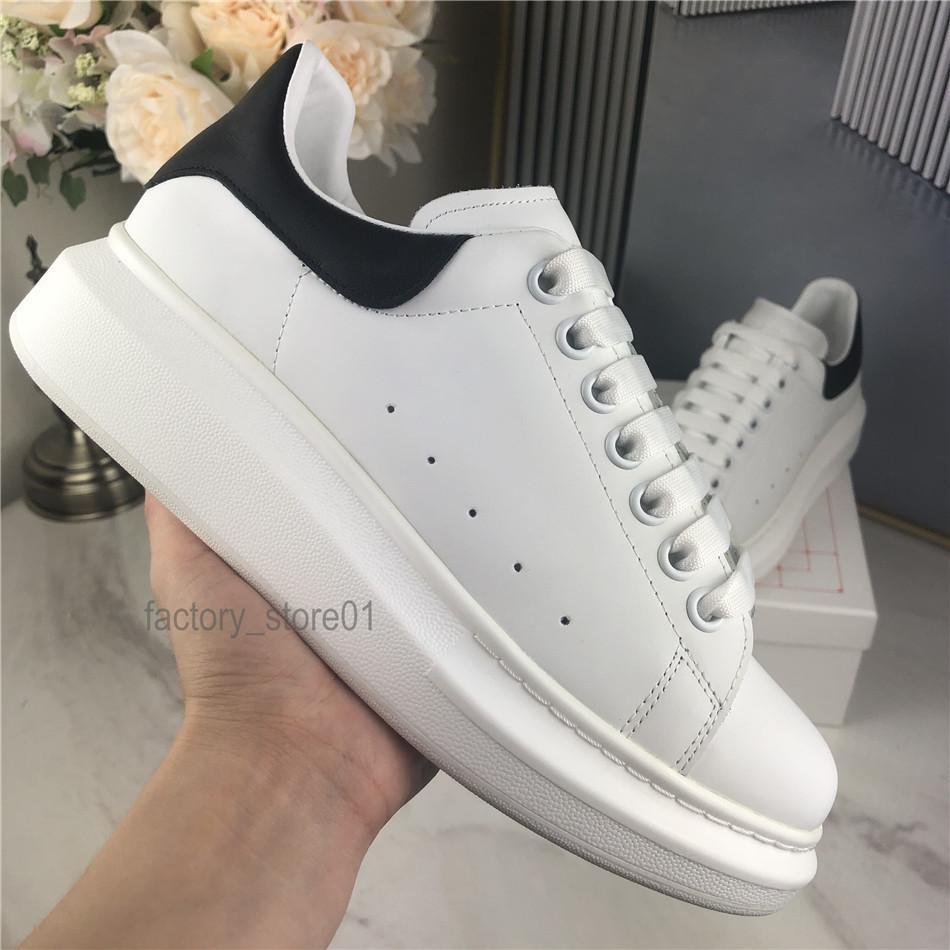 Homens Mulheres Sapatos casuais Moda Sneakers Lace-up sapatos de caminhada Chaussures Grey Suede Formadores de couro Platform Mulher Sneaker Shoes