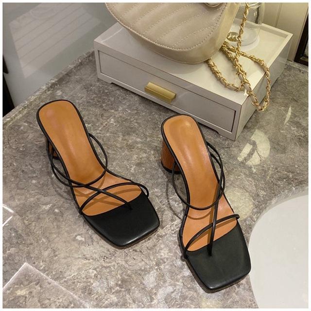 Сандалии 2021 летние ботинки середины каблука сексуальные сплошные цветные тапочки женщины тонкие квадратные пяткистые пятки густые каблуки