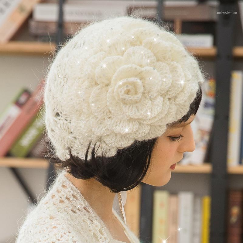 القبعات الترتر الحياكة البيريه قبعات النساء الشتاء الخريف الكورية متماسكة كاب فتاة الحلو جميل زهرة أزياء أنيقة الدافئة قبعة H67731