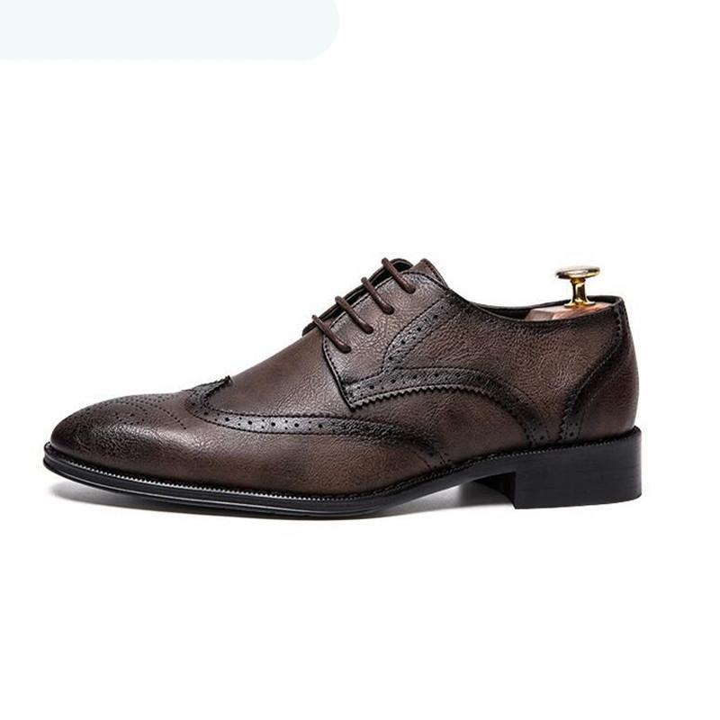 2020 Nouveau Hommes Robe Chaussures mariage Chaussures Véritable bout pointu en cuir adulte Retro Brogue Bureau Business Flats Les hommes de Oxfords