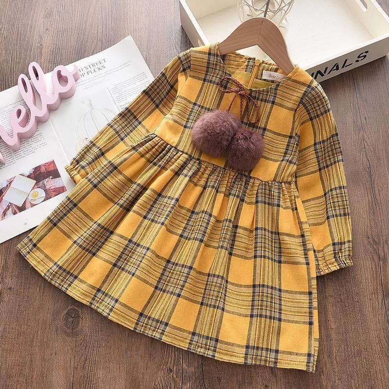 Vestido de longitud media a cuadros a cuadros para niñas con decoración de bola de piel, primavera y otoño manga larga o-cuello alto vestido de cintura alta