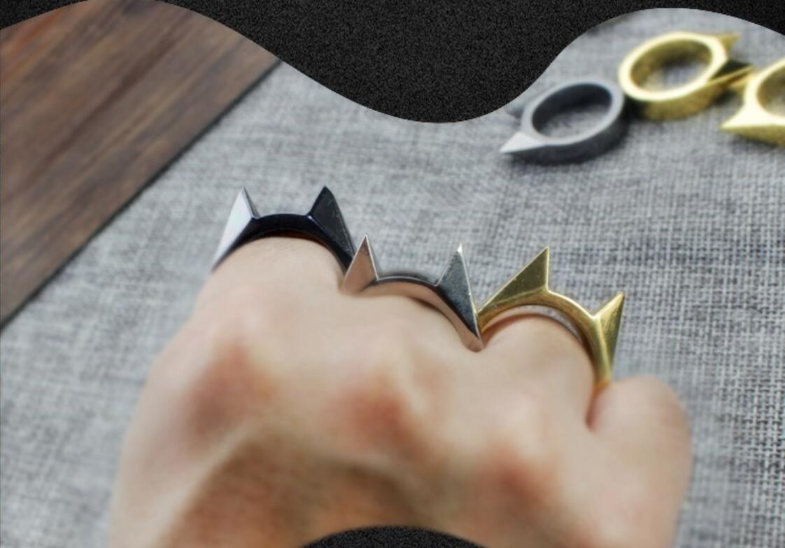 Calidad superior de seguridad Constantino detective daños Infierno dedo Tigre Potente botón de puñetazo nudillo de cobre amarillo plumeros anillo de oro de la autodefensa