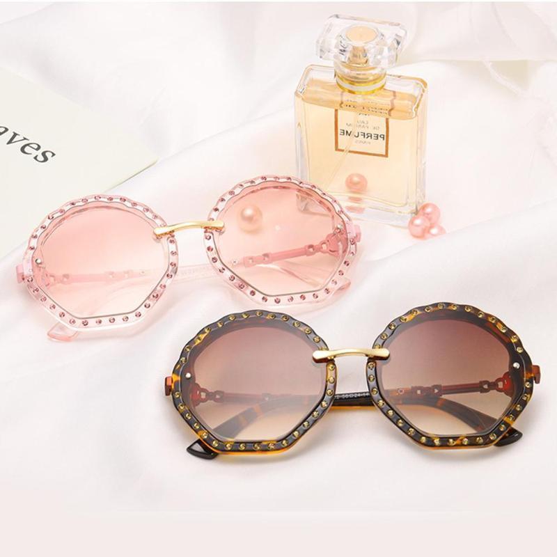 Nueva moda mujer gafas de sol marco de cáscara imitación diamantes dama gafas de sol perla estilo de flor estilo lentes 649c1