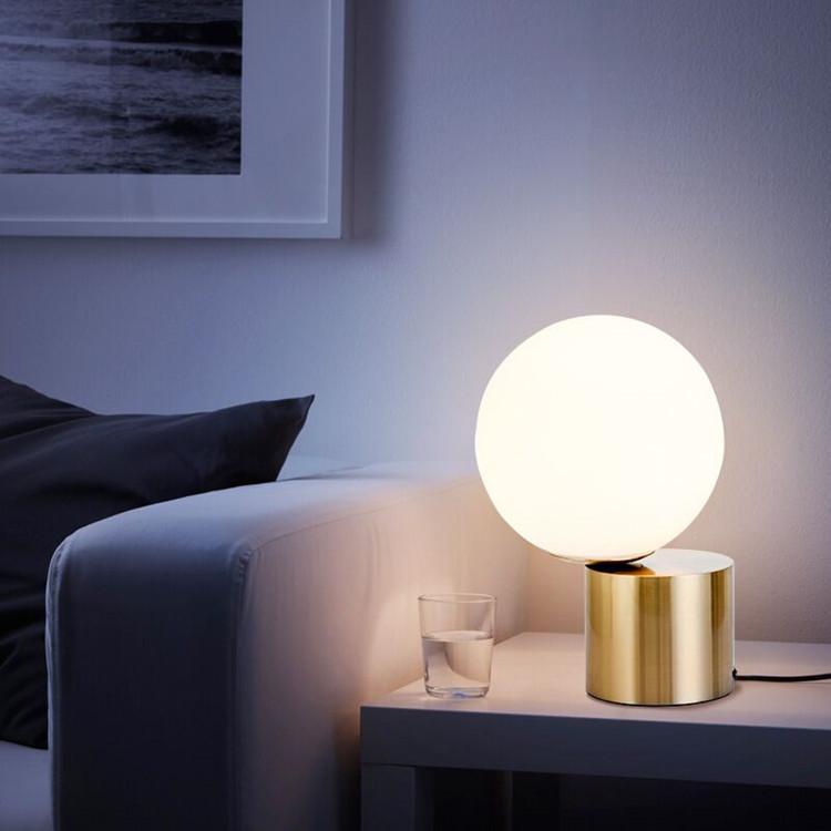 Table lamp Post modern bedroom bedside glass bulb table lamp Nordic simple study lighting Hotel B&B decorative LED reading desk lamp