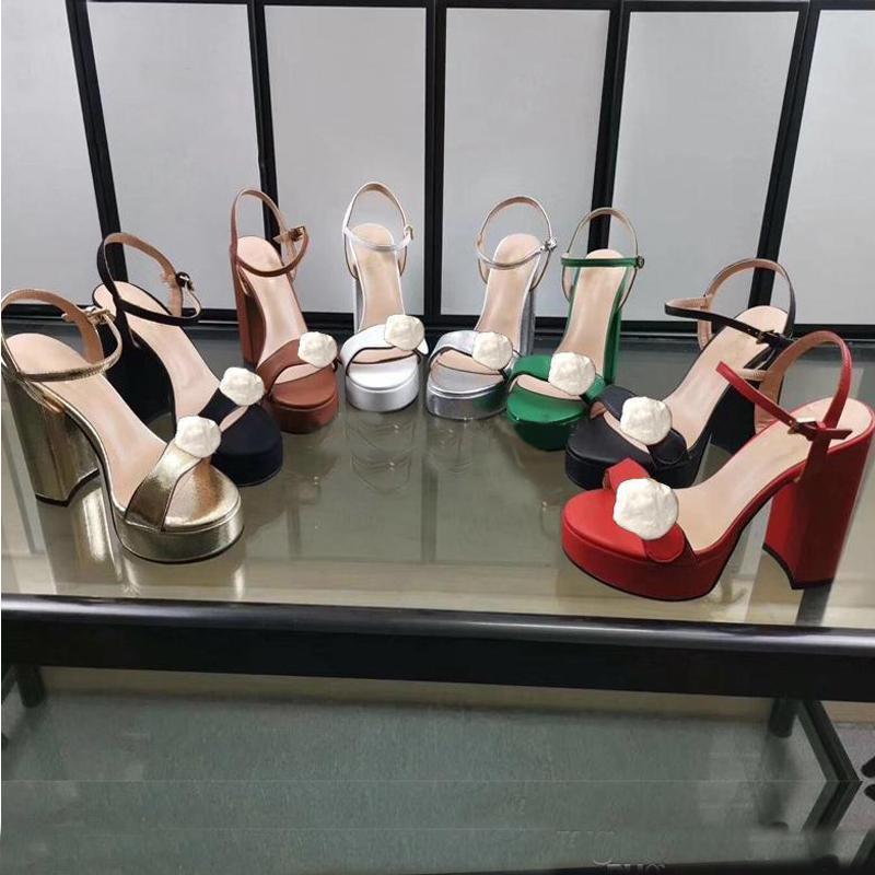 Sandales Femmes Designer Fête Fête Fête 100% Cuir Sante Chaussure Nouveaux talons sexy Super 11cm Lady Mariage Métal Ceinture Boucle Boucle haute Talon Chaussures Grande taille 35-40-42 avec boîte