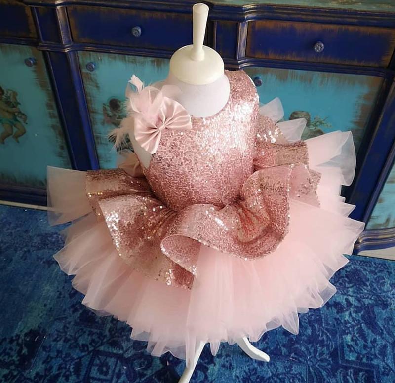 Düğün ilk komünyonu Giydirme için Pembe Bow Kanat Tül Kız ile 2020 Sevimli Dantel Aplike Çiçek Kız Elbise V Cut Geri Resmi Elbise