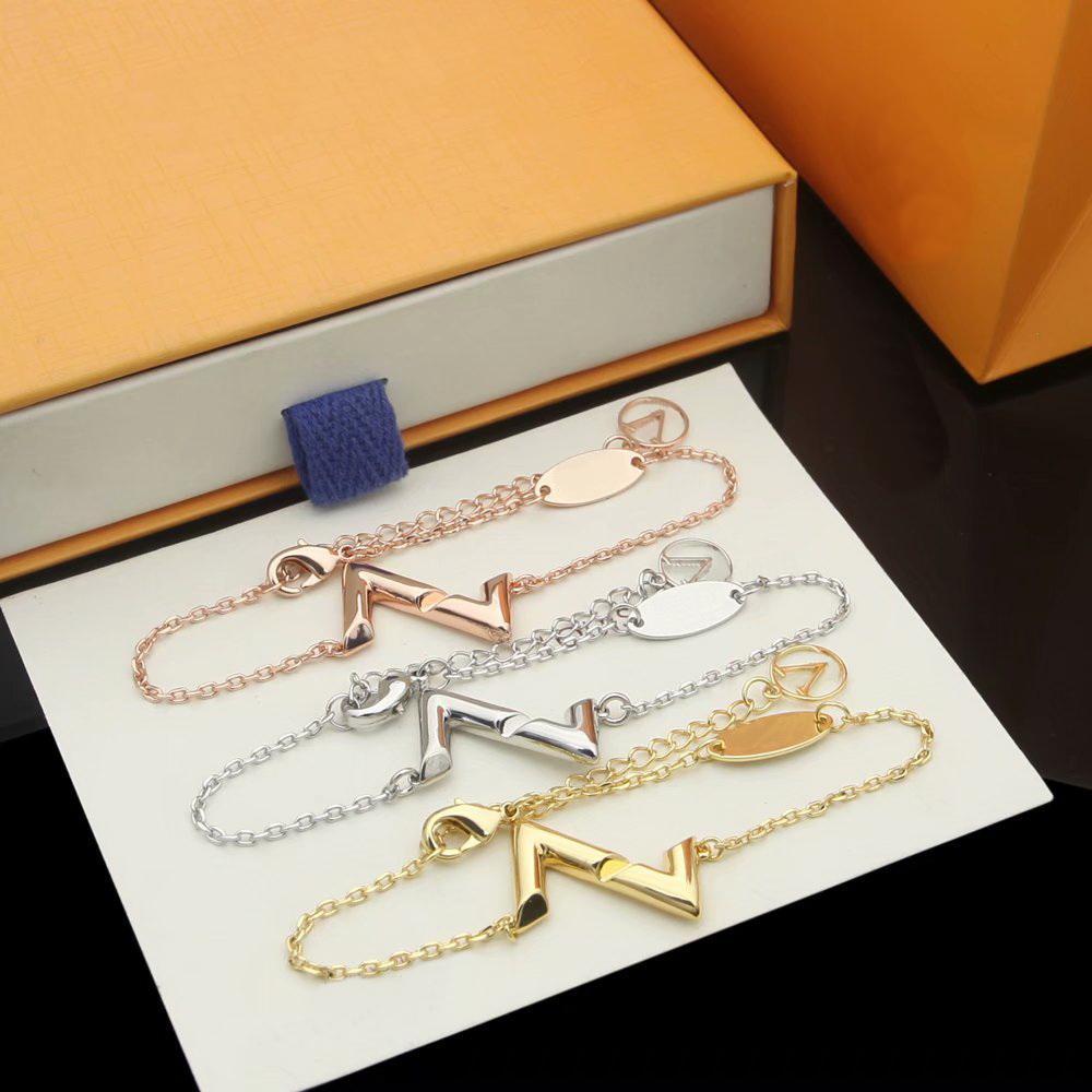 أوروبا أمريكا أزياء نمط جديد مجوهرات مجموعات سيدة النساء محفورة v الاولى volt قلادة قلادة سوار مجموعات هدية