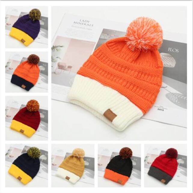 Yüksekliği kalite Moda C-C Kadınlar Yün örme şapka spor kafatası tüy yumağı kapaklar sıcak kadınlar gündelik Sonbahar Kış Örgü sıcak Şapka tutmak