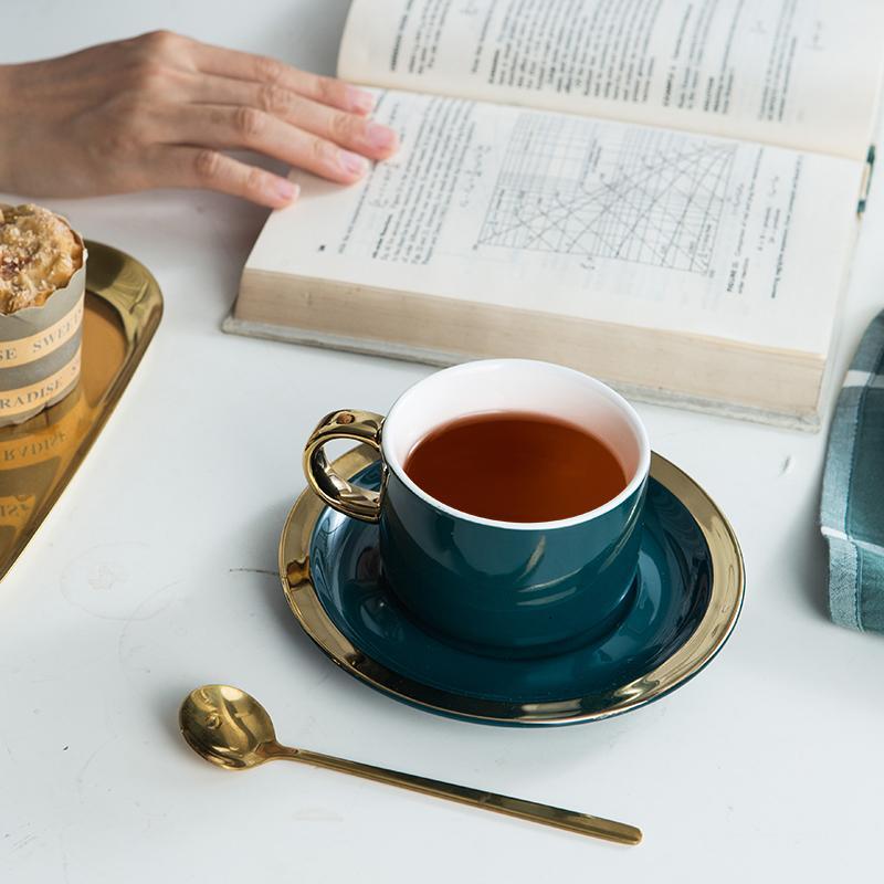 Coupe de café de luxe européenne et soucoupe sertie de cuillère café coupe mignonne tasse tasse de thé tasse de thé tazas de céramique boissons boissons bb50 x1027