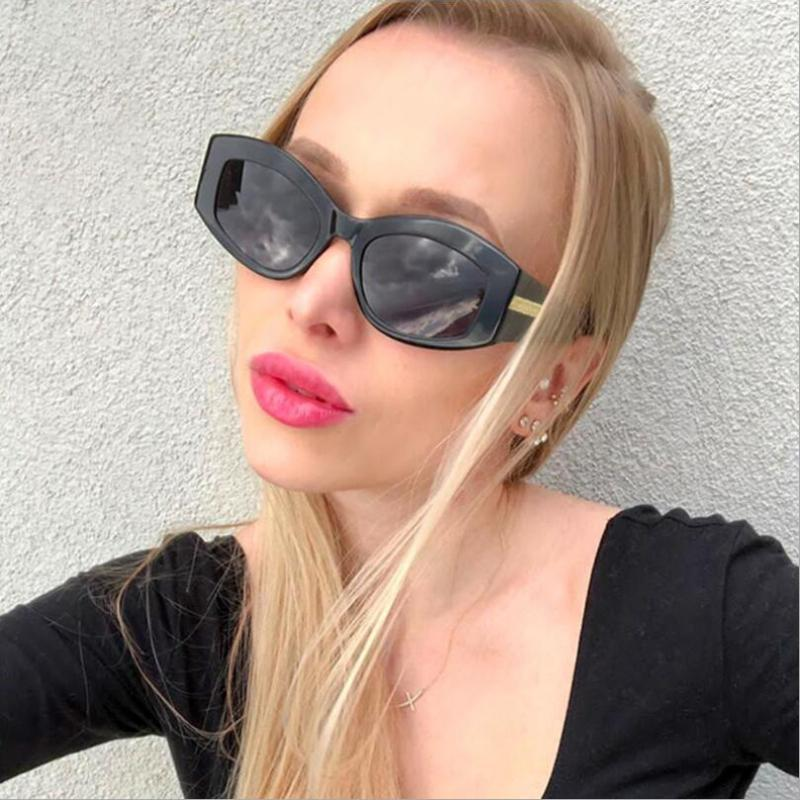 Occhiali da sole della lente di protezione UV 400 di protezione della struttura del piccolo telaio femminile, occhiali da sole in plastica ovale delle donne Occhiali da sole S95234