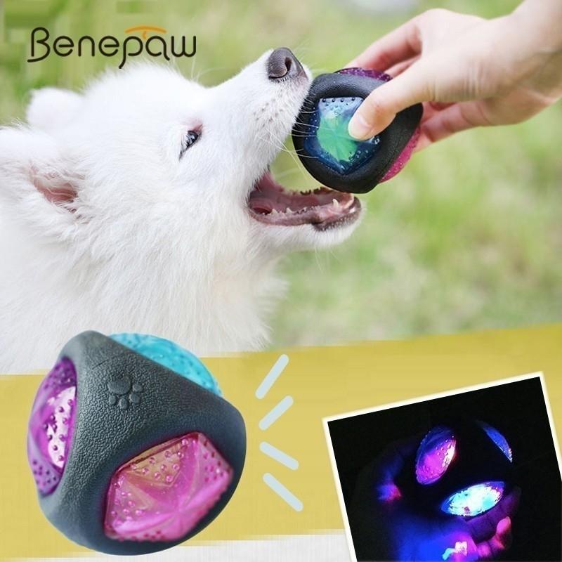 Benpaw Elastic Flash LED Hundekugelgummi Gummi Durable Bissbeständige interaktive Hundespielzeug Kleine große Haustiere Safe Sound Squeaker Spiel Y200330