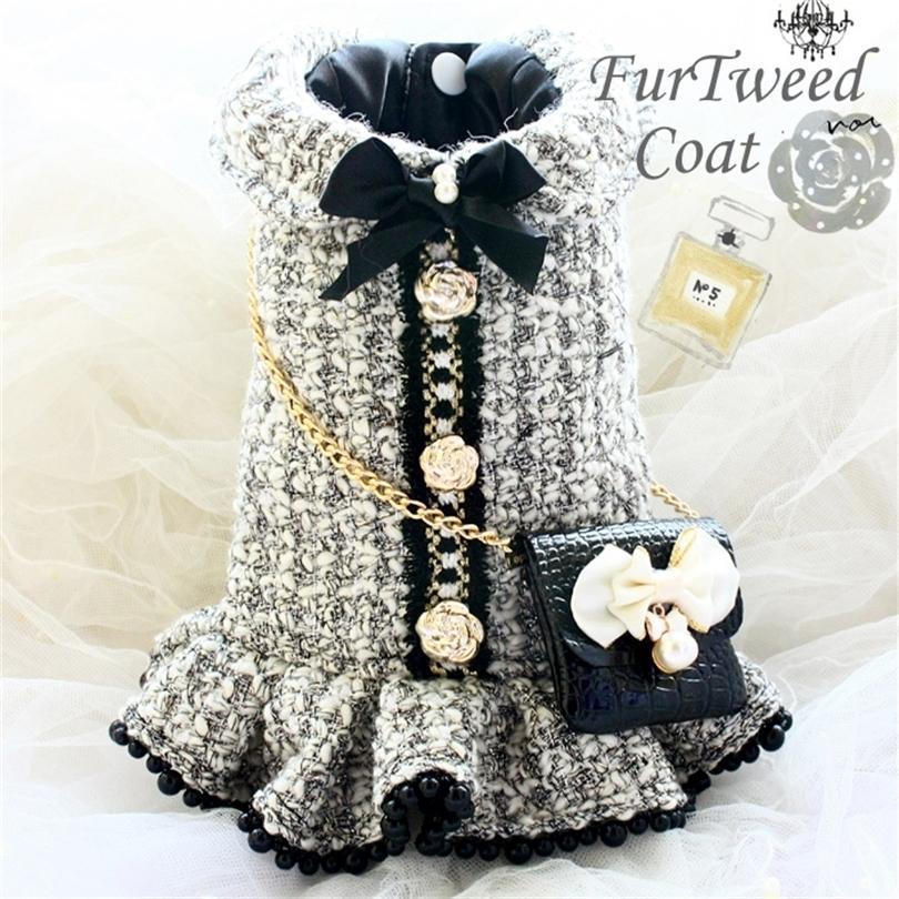 Livraison gratuite Vêtements de chien à la main Vintage C Style Grey Tweed Imitation Crocodile Sac de cuir Robes de chien Manteau Hiver Printemps 201225