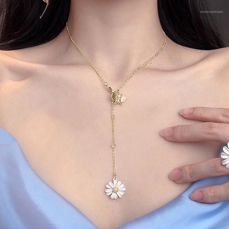 LifeFontier 2020 Neue Mode Weiße Emaille Gänseblümchen Blume Anhänger Halskette Einfache Metallbiene Blume Choker Halsketten Clavicle Collar1