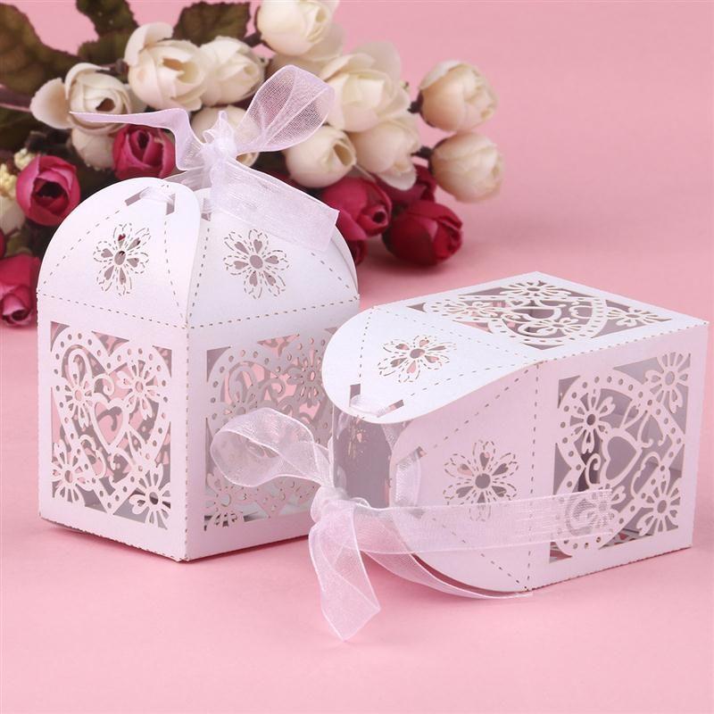 Romantic Wedding 50pcs borboleta doces caixas de presente da novidade Coração oco amor favores Wedding Party Decor Candy Caixa Com Fita