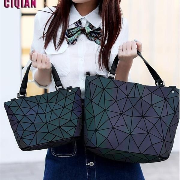 2020 HOT Luminous bag Women Geometry Tote Quilted Shoulder Bags Hologram Laser Plain Folding Handbags geometric Large capacity Q1104