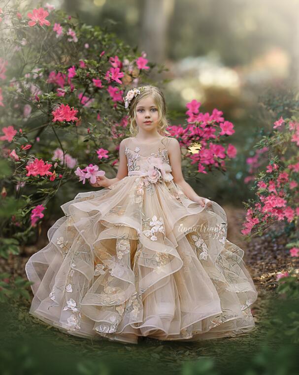 Bonito 2021 Flower Girl Dresses Jewel Neck Lace apliques hierárquico Saias Meninas Pageant Vestido A Linha crianças vestidos de aniversário