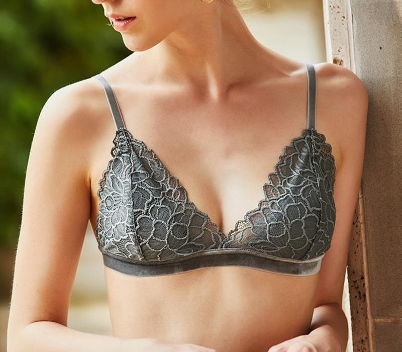 Modelo triangular bralette mujeres atractivas ropa interior del cordón fino acolchado inalámbrica femme Brasier mujer 100% seda Lining99