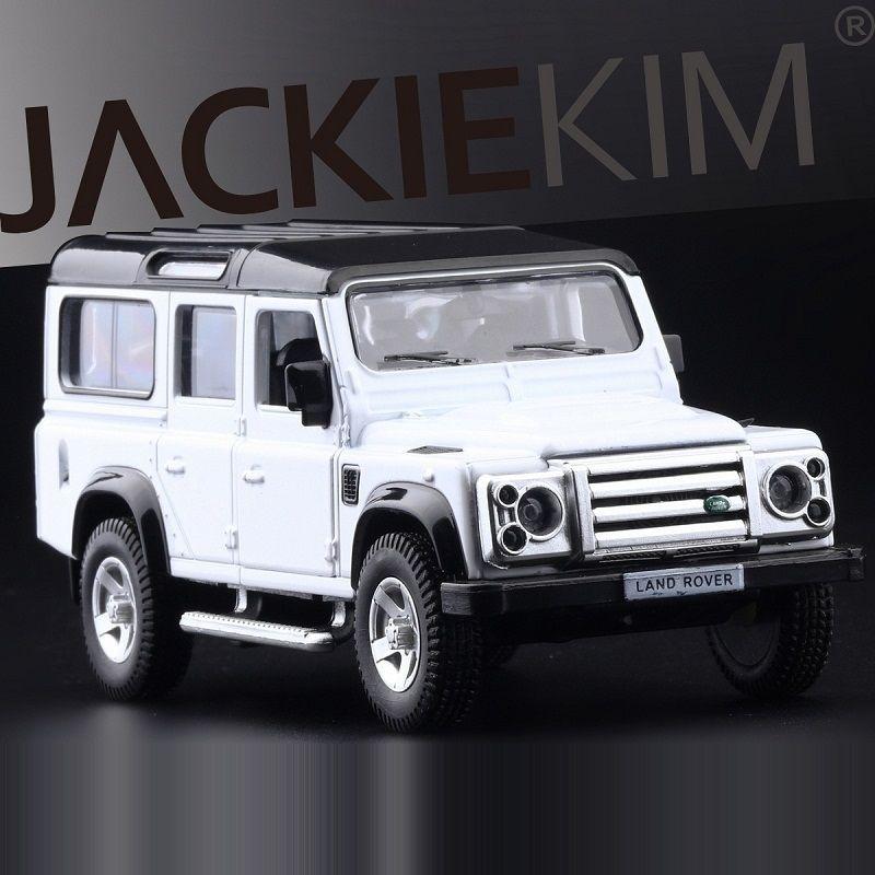 Simulation élevée Véhicules de DiecastToy exquis RMZ City City Styling Defender Defender SUV Off-route SUV 1:36 Alliage Modèle de voiture Tirez l'action Y200109