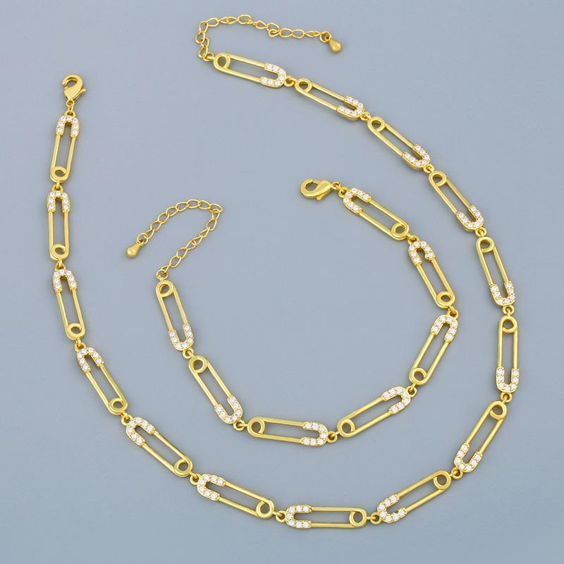 Colar de pino de segurança de ouro flola para mulheres CZ Micro Pave Charm Chain Chain Colar Zirconia Declaração Punk Jóias Presentes NKER83
