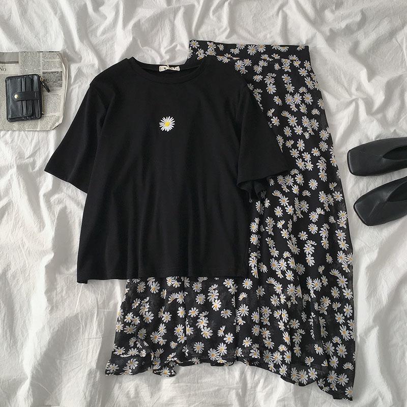 Support de deux pièces 2020 T-shirt décontracté noir brodé de marguerite femelle à manches courtes + taille haute maxi à la taille haute T200702