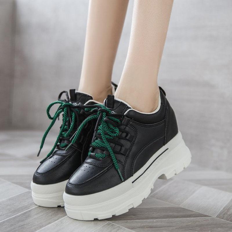 2021 Les nouvelles locations de mode jusqu'à la plate-forme chunky cuir Haute augmentation de chaussures Vulcanisée Vulcanisée des femmes blanches