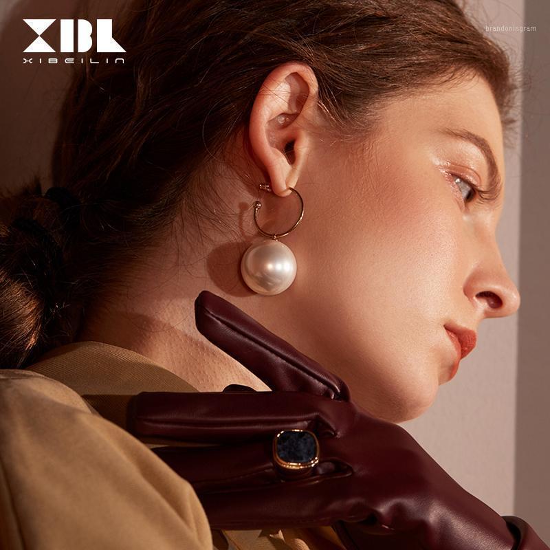 Очарование 2021 Асимметричное имитация Перл обруч Серьги для женщин Девушки женские темперамент мода личности девушки1
